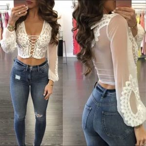 Tops - ❤️❤️❤️❤️ ❤️❤️Tie up lace crop top